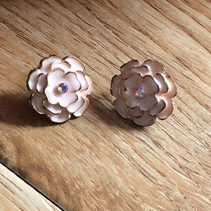 Jewelry - ❣️(2/$6) Pink Floral Earrings